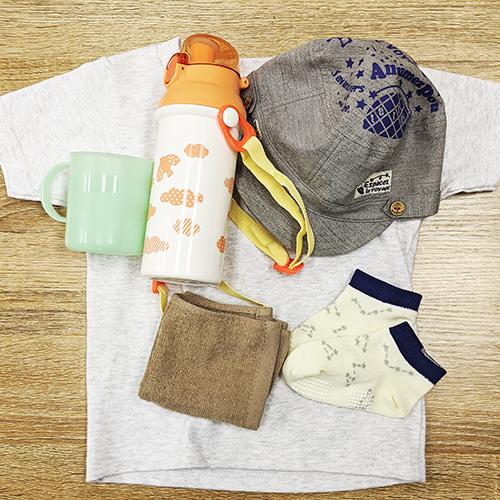 4.洋服や水筒など布用お名前シールを貼る物の写真