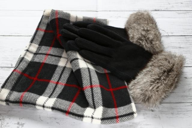 みんなはどうしてる?寒い冬の乗り切り方|身に着ける防寒グッズで暖かくする
